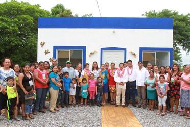 La Titular de la SEDATU, Rosario Robles, entregó viviendas reconstruidas en Reforma de Pineda, Oaxaca
