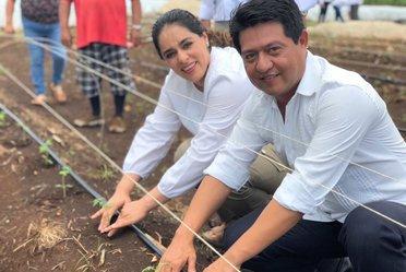 Dra. Narcedalia Ramírez con el delegado de INAES en Campeche.
