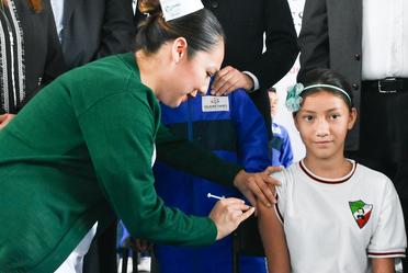 Vacunación en niñas.