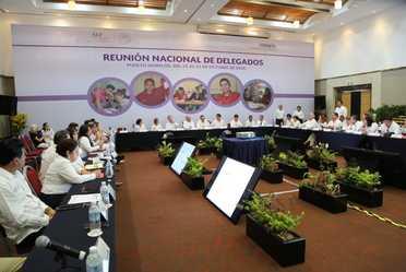 El director general clausura los trabajos de la última Reunión Nacional de Delegados del Consejo, en la presente administración.