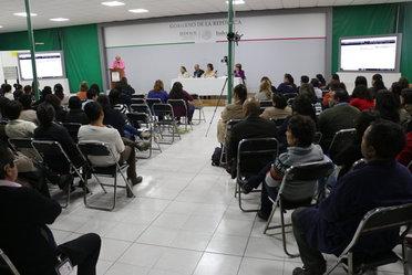 Fernando Guisa, Presidente Ejecutivo y Fundador de FUCAM ofreció en el Indesol conferencia para brindar información y crear conciencia sobre el cáncer de mama.