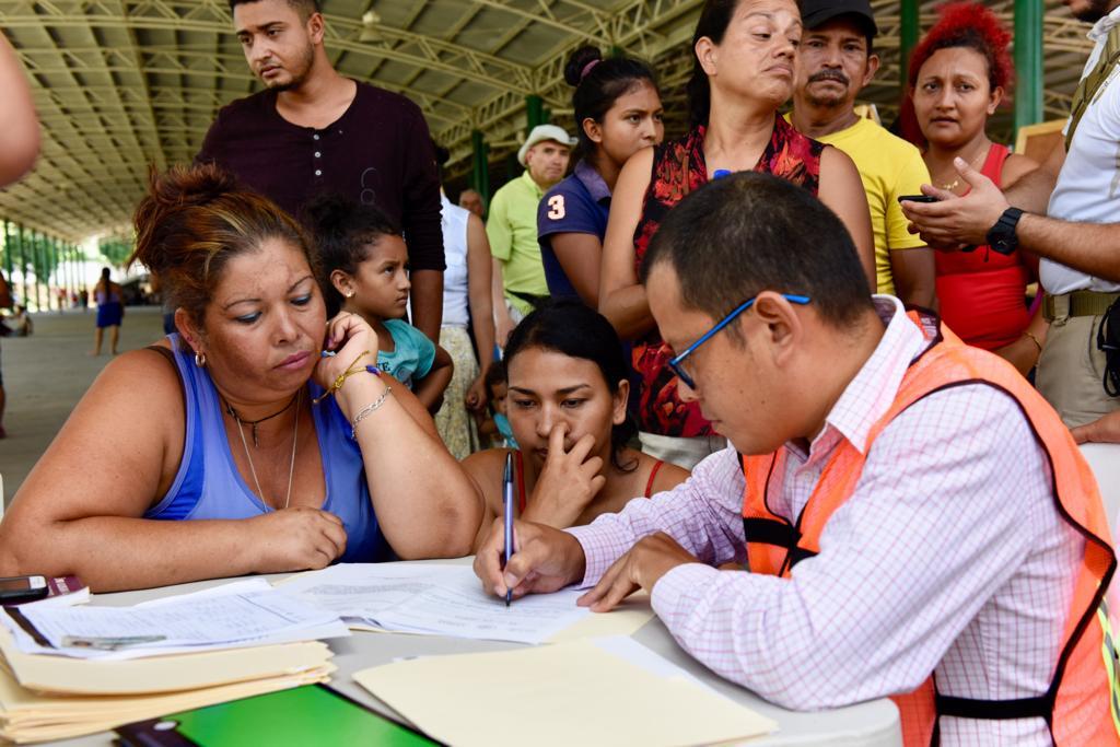 Personal de la Comar atiende a mujer migrante hondureña en Chiapas