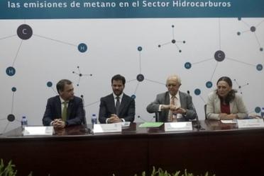 foto de presidium del evento de metano