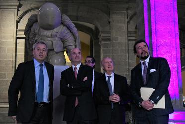 """El secretario de Hacienda asistió a la presentación del libro de la exposición """"Dédalo"""", de Rodrigo de la Sierra."""