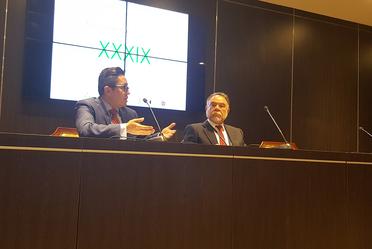 Doctor Ojino Sosa en presentación junto a Doctor Francisco Ramos.
