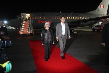 El Presidente de la República del Perú, Martín Vizcarra, llegó a nuestro país. Le dio la bienvenida Graciela Márquez Colín, Secretaria de Economía.