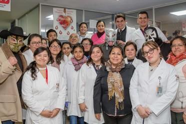 """Cerca del 60 por ciento de las transfusiones sanguíneas que realiza el Instituto Nacional de Perinatología """"Isidro Espinosa de los Reyes"""" (INPer) son para beneficiar a los neonatos alojados en la Unidad de Cuidados Intensivos neonatales.i"""