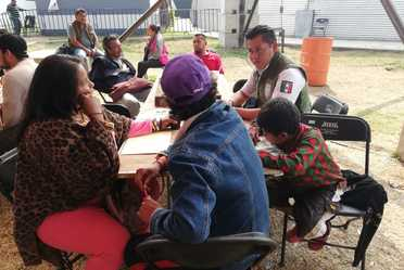 Agentes del INAMI agilizan trámite de regularización en Faro Oriente