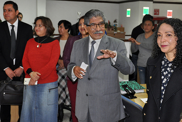 Plutarco García Jiménez, Encargado de Despacho del RAN, sonriente al dirigir unas palabras a los trabajadores.