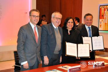 En la firma del convenio participaron la Dra. Irma Eréndira Sandoval Ballesteros, de la Secretaria de la Función Pública, y el Titular de la Unidad de Inteligencia Financiera, el Dr. Santiago Nieto Castillo.