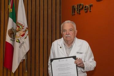 Su figura destaca dentro del grupo de médicos fundadores del Instituto gracias a su labor que convirtió al INPer en el centro médico obstétrico de excelencia, como formador de recursos humanos de la más alta calidad para nuestro país.