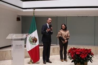 Mtro. Juan Manuel Martínez Louvier y la Secretaria de Bienestar María Luisa Albores.