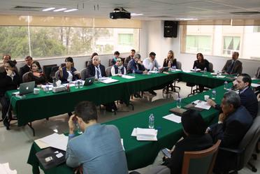 Personal de INAES en una junta de trabajo con integrantes de FIDA.