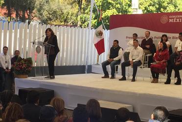Fotografía de Luz Rosales Esteva en el marco de la presentación de la Política de Bienestar para México.