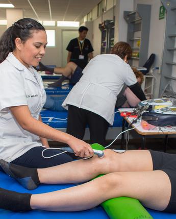 El Sistema Nacional DIF, forma licenciados en Terapia Física y Terapia Ocupacional