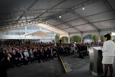 Fotografía de la Directora General, Blanca Jiménez Cisneros en su discurso al personal de la Conagua.