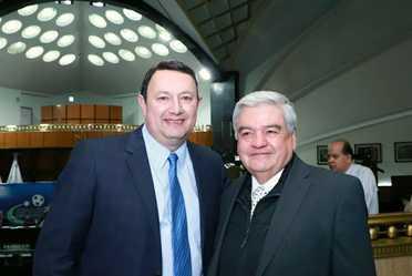 fotografía donde aparecen Toño De Valdés con Ernesto Prieto Ortega