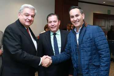 durante la reunión llevada a cabo con miembros de la Asamblea de Agentes Expendedores de Lotería Nacional.