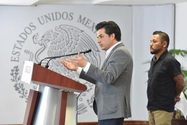 Subsecretario de Gobierno Zoé Robledo, y Pedro César Carrizales, diputado por el 8vo distrito de San Luis Potosí.