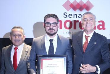 Al centro, el Secretario de Desarrollo Agrario, Territorial y Urbano, Román Meyer Falcón.