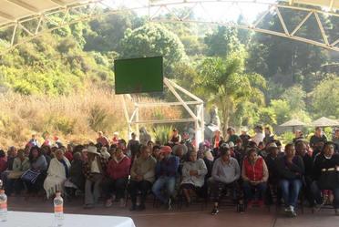 El equipo CONAVI trabajando en Reconstrucción, con autoridades estatales, municipales y la población de Ecatzingo, Estado de México.