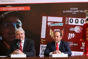 Develación del billete alusivo a Los Diablos Rojos del México