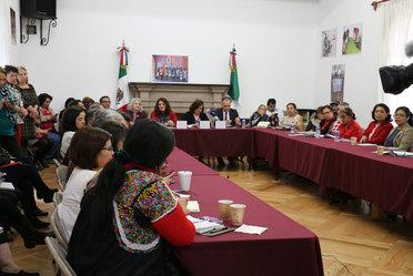 Fotografía de asistentes y expositores del Protocolo de Atención a Población Indígena con Enfoque de Género e Intercultural