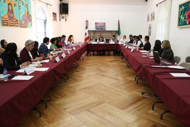 Funcionarios de diversas dependencias que trabajan el tema de trata de personas se reúnen en el Indesol