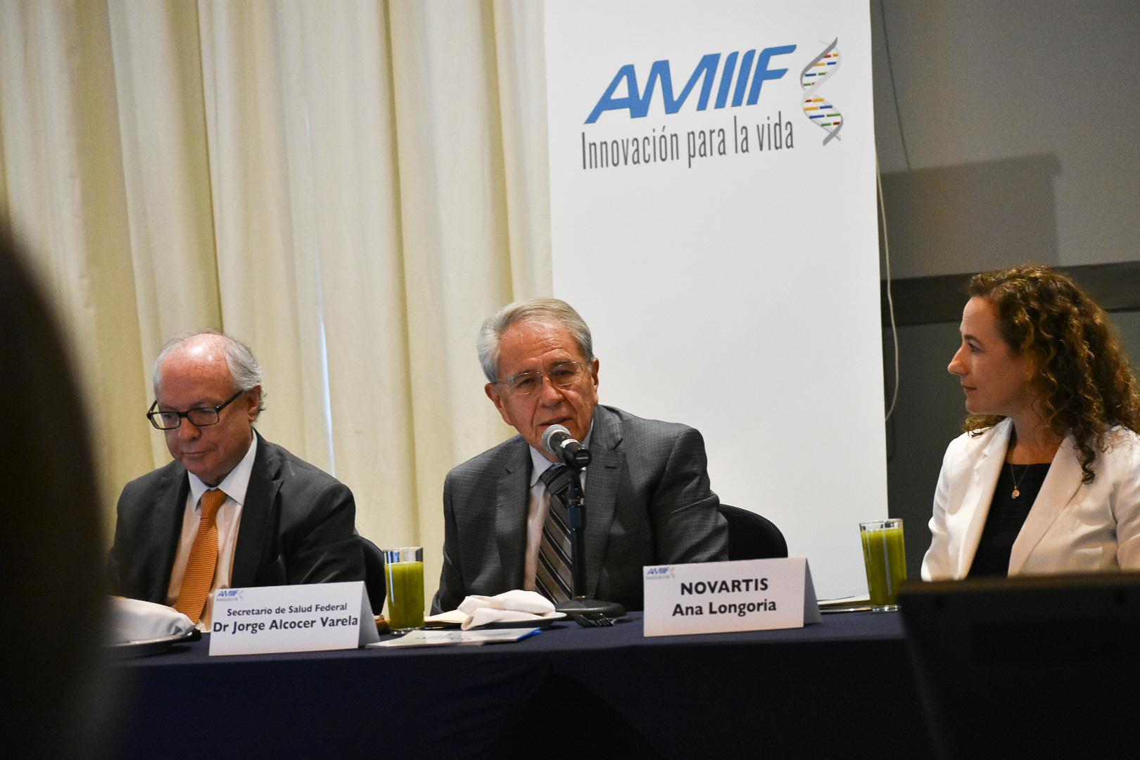 El Secretario de Salud, Jorge Alcocer Varela, tomó protesta a presidencia y mesa directiva de la AMIIF.