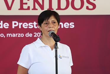 Imagen de la Director General de Conagua, Blanca JIménez Cisneros, parada frente a un micrófono para decir unas palabras.