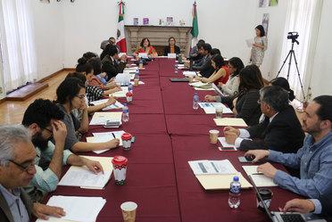 Fotografía de la reunión con representantes de la Academia a fin de generar propuestas de investigación en torno al trabajo del Registro Federal de OSC