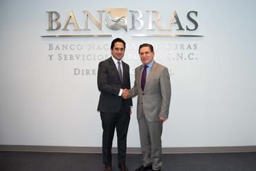 Durante una reunión, el Director General de Banobras, Jorge Mendoza Sánchez y el Gobernador de Durango, José Rosas Aispuro, conversaron sobre la colaboración del Banco en proyectos de infraestructura en beneficio de los duranguenses