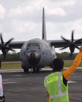 Visita de avión cazahuracanes a México