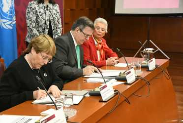 Michelle Bachelet y Marcelo Ebrard firman Acuerdo para brindar asesoría y asistencia a la Comisión para la Verdad del caso Ayotzinapa
