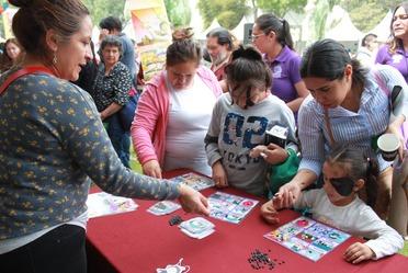 Fotografía, funcionarios del Indesol realizaron dinámicas a través de las cuales sensibilizaron a niñas y niños sobre temas de género, trata de personas y dar a conocer sus derechos.