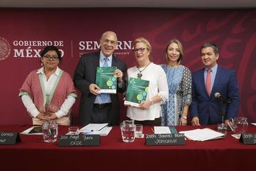 """Entrega OCDE a SEMARNAT el informe """"Financiando los futuros climáticos"""""""