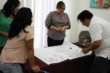 Fotografía de jóvenes durante su capacitación a cargo de funcionarios del Indesol en el marco del Programa Jóvenes Construyendo el Futuro