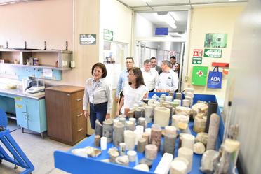 El Directorado del INEEL condujo el recorrido por los principales laboratorios.