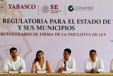 Firma de la Ley estatal de Mejora Regulatoria en el estado de Tabasco.