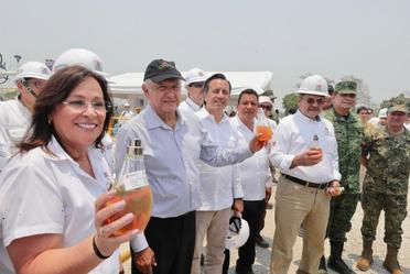 El presidente de México, Andrés Manuel López Obrador, en la presentación del Plan Nacional de Gas y Petróleo, desde Tierra Blanca, Veracruz.