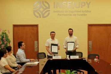 Firma de convenio de colaboración entre el INSEJUPY y el INSUS, en beneficio de las familias de Yucatán.