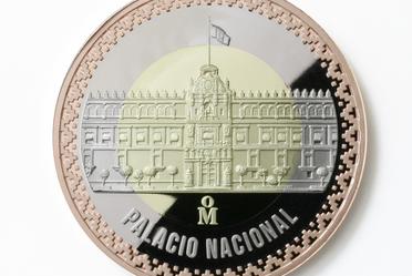 Nueva colección de medallas de Casa de Moneda de México, en la cual se presentan los Palacios de la Ciudad de México y el Popocatépetl e Iztaccíhuatl en el anverso. Al reverso se conmemora el  año del Caudillo del Sur.
