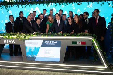 El Director General de Banobras, Jorge Mendoza Sánchez, acudió al evento protocolario de la emisión de bonos sustentables en BIVA.