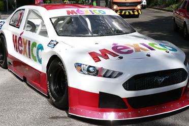Auto Mustang, que patrocina la marca México para las competencias de NASCAR en el país.