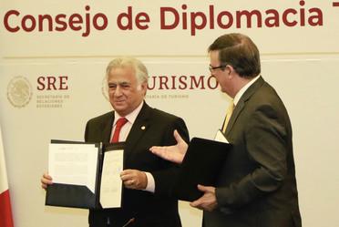 El Secretario de Turismo Miguel Torruco Marques y el Secretario de Relaciones Exteriores en la instalación del Consejo de Diplomacia Turistica que promoverá a México en el extranjero.