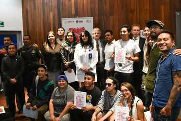 Participaron 21 jóvenes mexicanos y cuatro colombianos, a quienes se les entregó un reconocimiento por su trabajo artístico.