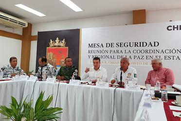 Comisionado del INM, participó en una reunión de seguridad.