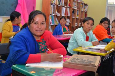 Reciben más de 64 mil personas de comunidades indígenas, servicios de alfabetización, primaria y secundaria del INEA