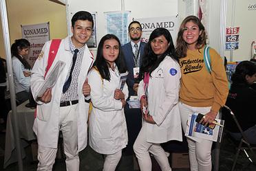 Stand de la CONAMED en la 4ta Feria del Libro de Ciencias de la Salud con los alumnos de la FACMED