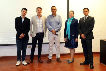 Recibimos estudiantes de la UP y de universidades de Holanda para un taller de resolución de casos reales con grupos multidisciplinarios.